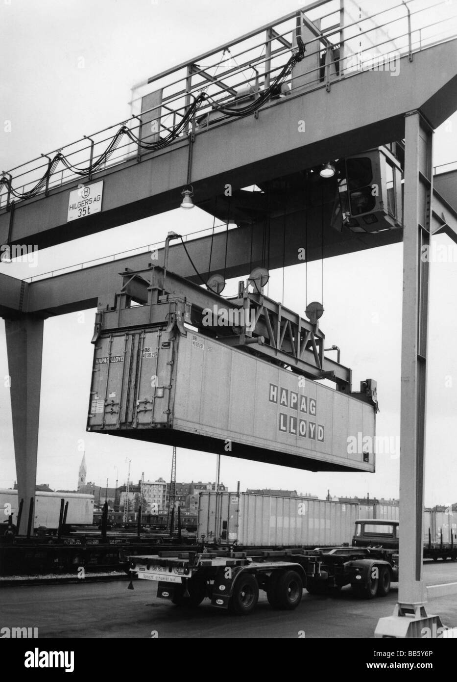 transport / transportation, railway, freight yard, transshipping a container on a truck, Germany, 1967, Additional - Stock Image