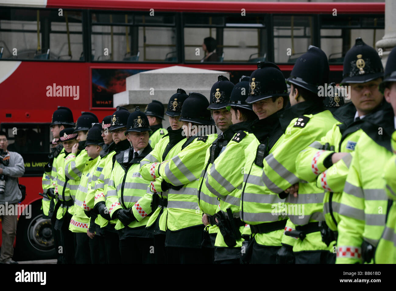 Police line up in preparation for the anti G20 summit demonstrations in front of the Royal Exchange in the City - Stock Image