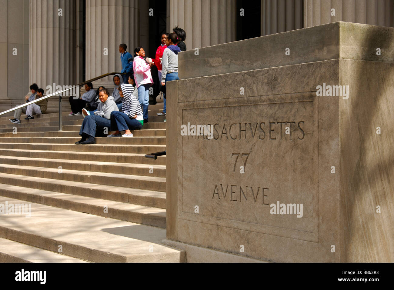 Young Afro-Americans sitting on the stairs at the entrance to the Massachusetts Institute of Technology, MIT, Cambridge, - Stock Image