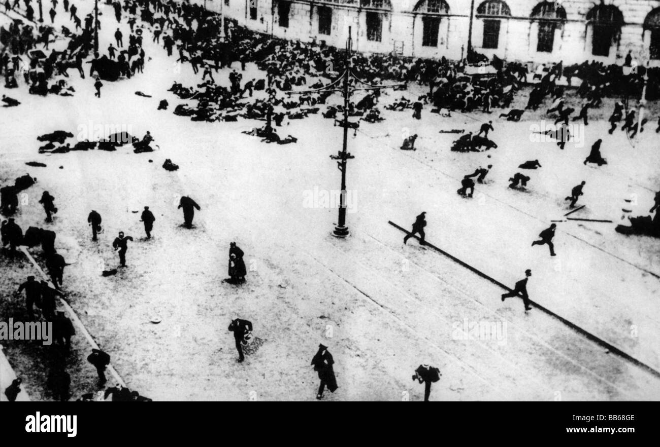 geography / travel, Russia, demonstrators scattering from fire of Governmental Troops, Nevski Prospect, Petrograd, - Stock Image
