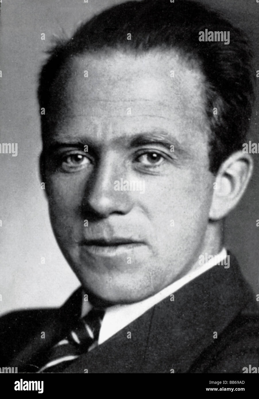 werner heisenberg scientist - HD902×1390