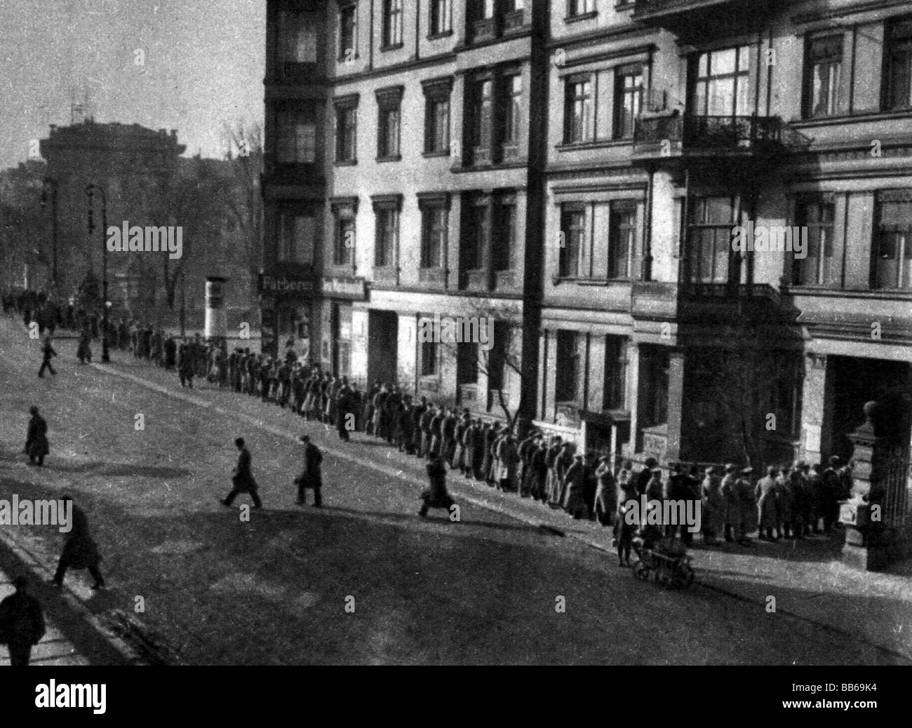 events, Great Depression 1929 - 1933, queue outside of a job centre, Potsdam, Germany, circa 1930, historic, historical, - Stock Image