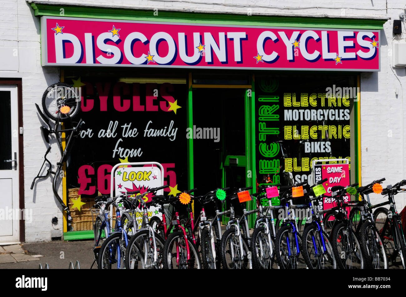 Discount Cycles shop in Mill Road Cambridge England Uk - Stock Image