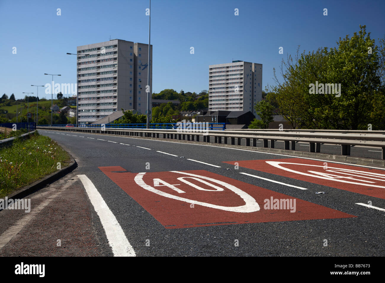 40mph signs in the road on the dual carriageway leaving larne past the high rise inver flats in Larne - Stock Image