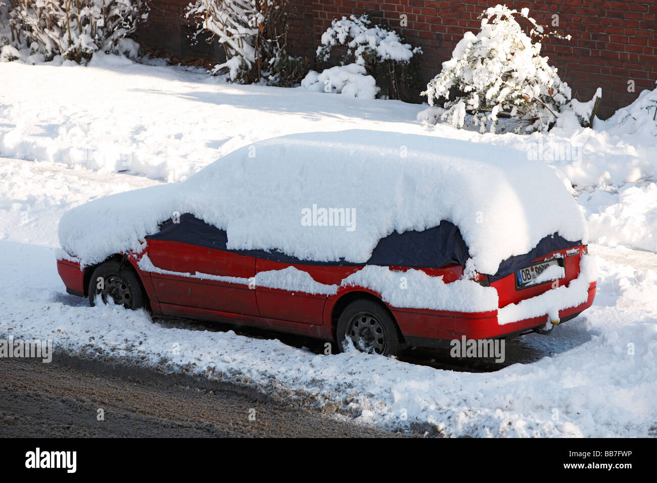 seasons, winter, coldness, snow, traffic, snow-covered automobile at the roadside, passenger car - Stock Image