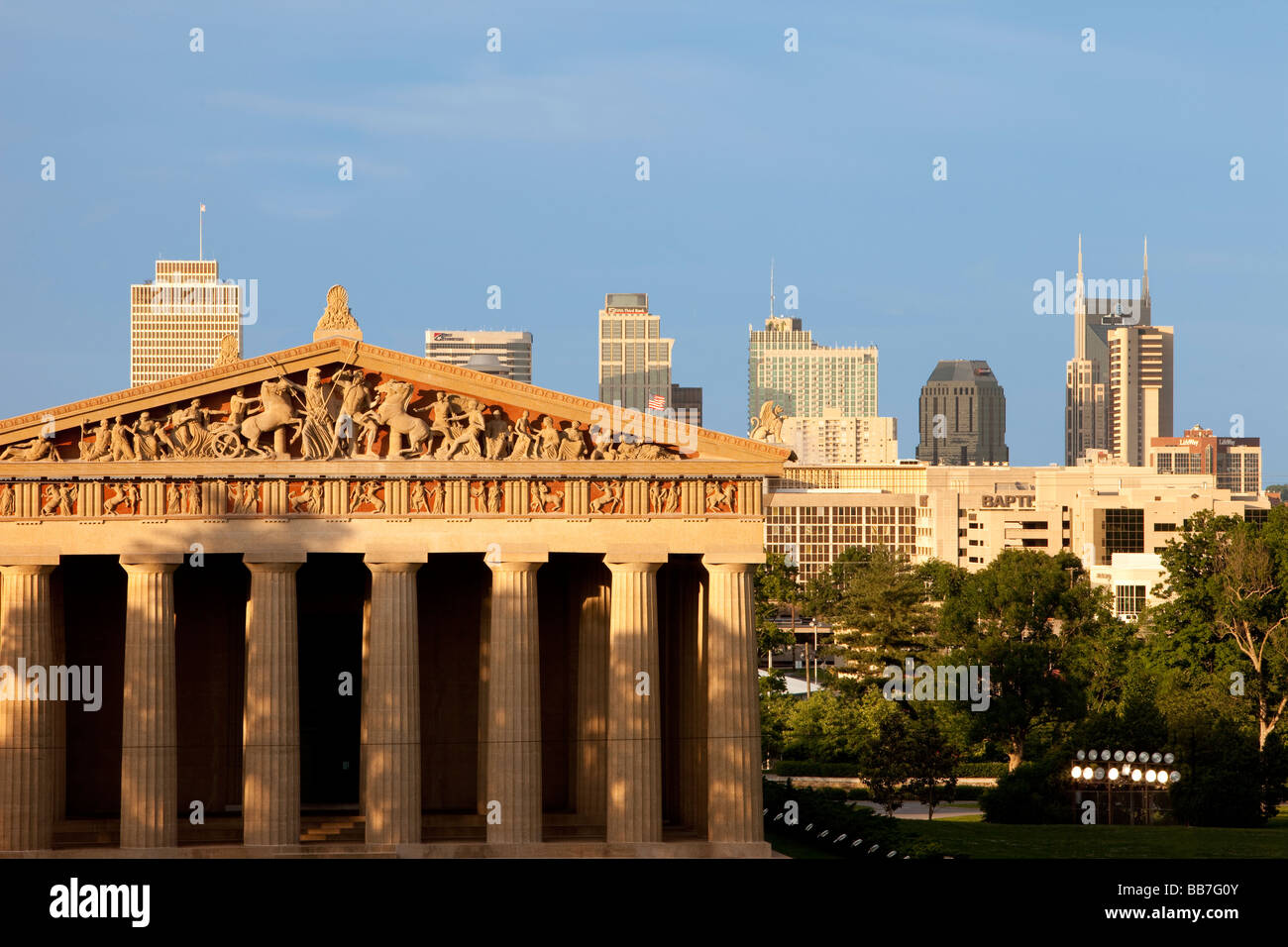 Parthenon replica with modern buildings of Nashville Tennessee in the background, USA - Stock Image