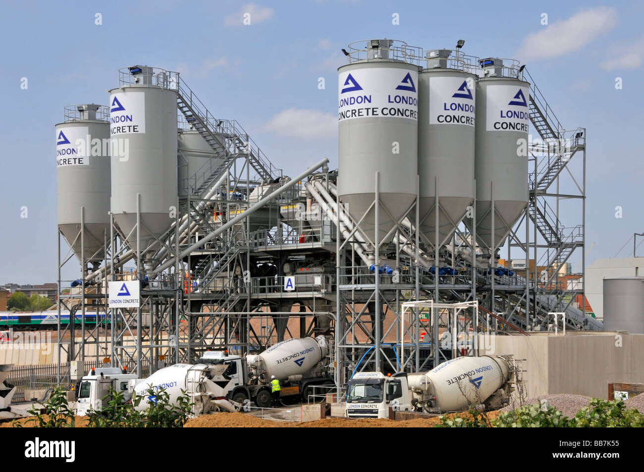Ready Mix Plants : Lorry produce stock photos images