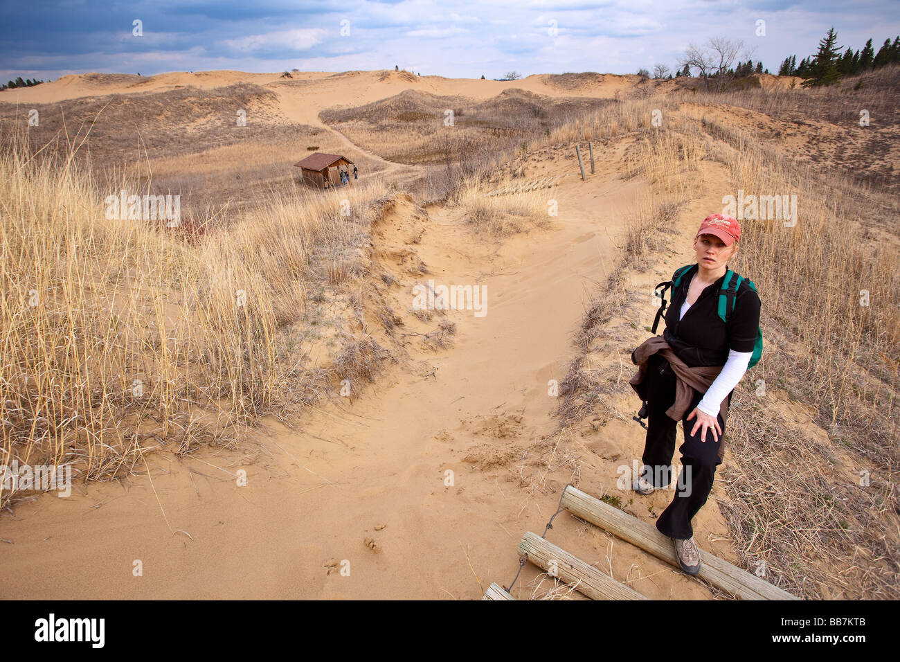Woman hiking in the Spirit Sands, Spruce Woods Provincial Park, Manitoba, Canada. - Stock Image