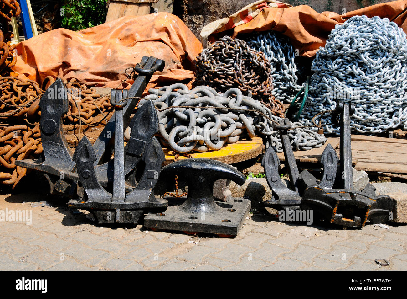 Anchors and chains for sale, Karakoy, Istanbul, Turkey - Stock Image