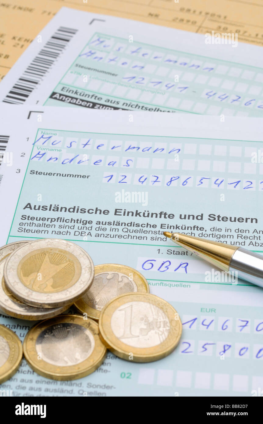 Tax declaration, income and tax from foreign countries, AUS - Stock Image