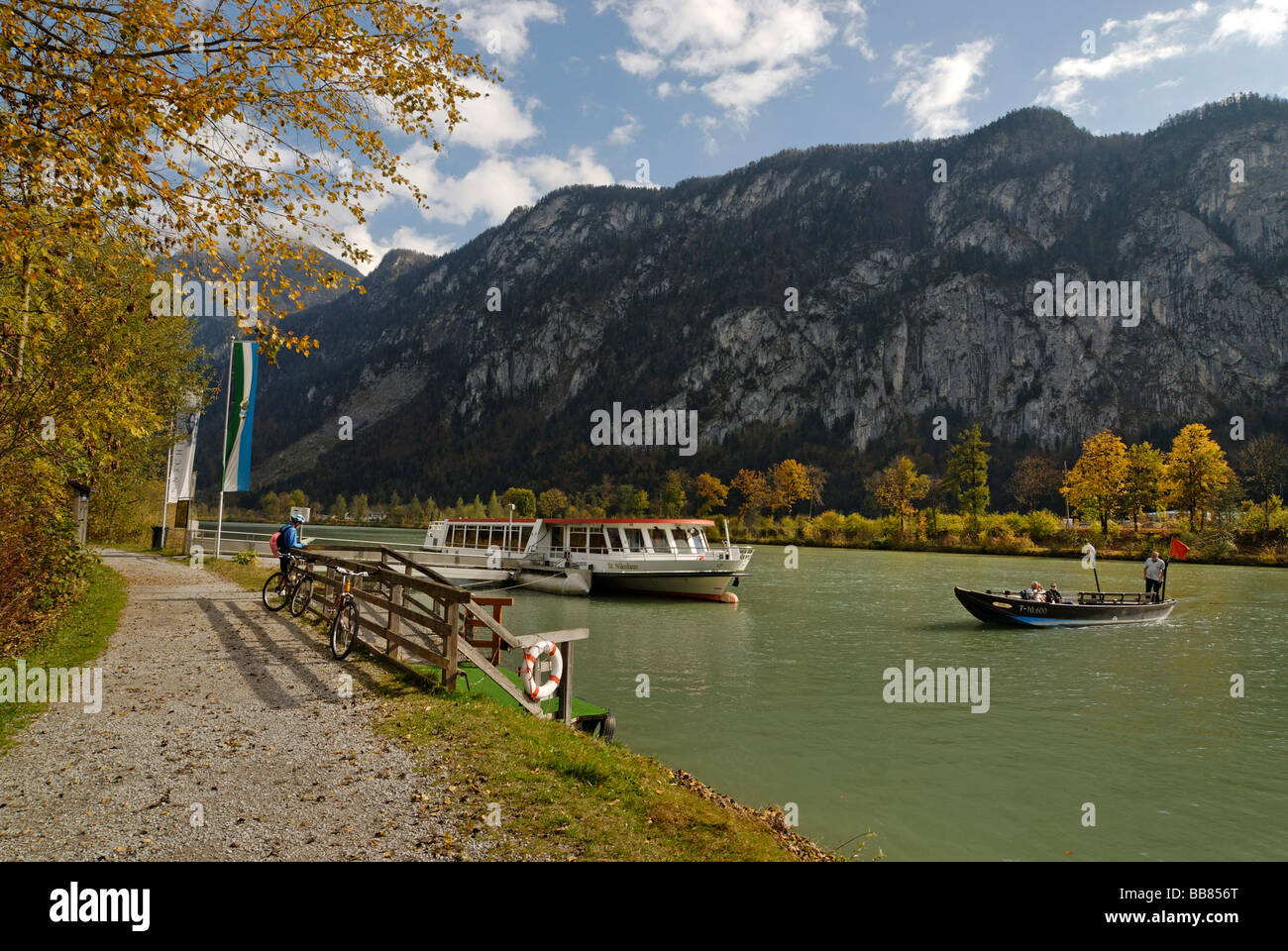 Boat and ferryboat on the Inn River near Kiefersfelden in the Inntal Valley, Upper Bavaria, Germany, Europe - Stock Image