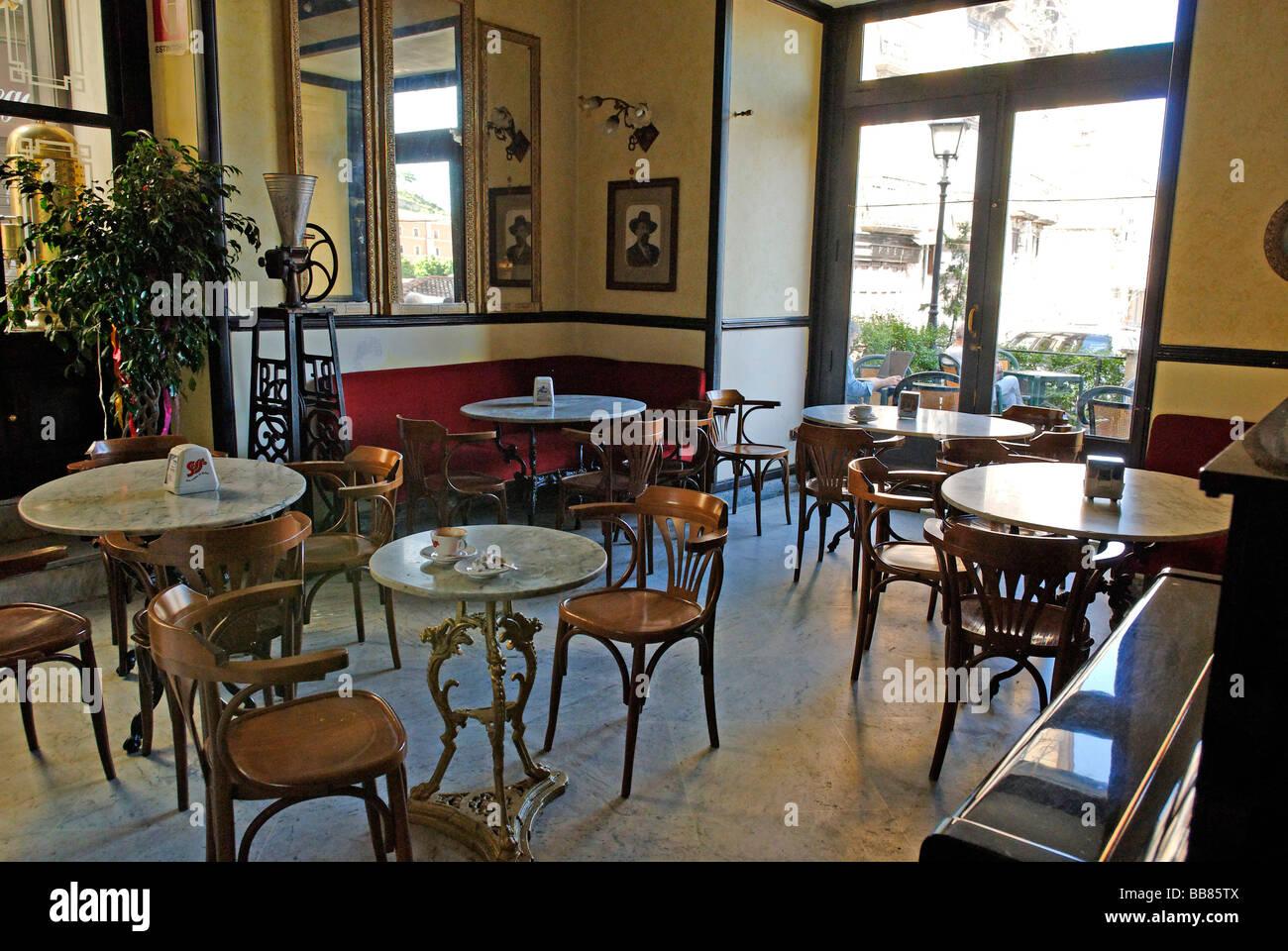 Gran Caffè Renzelli historical cafè, near the cathedral, Cosenza, Calabria, Italy, Europe - Stock Image