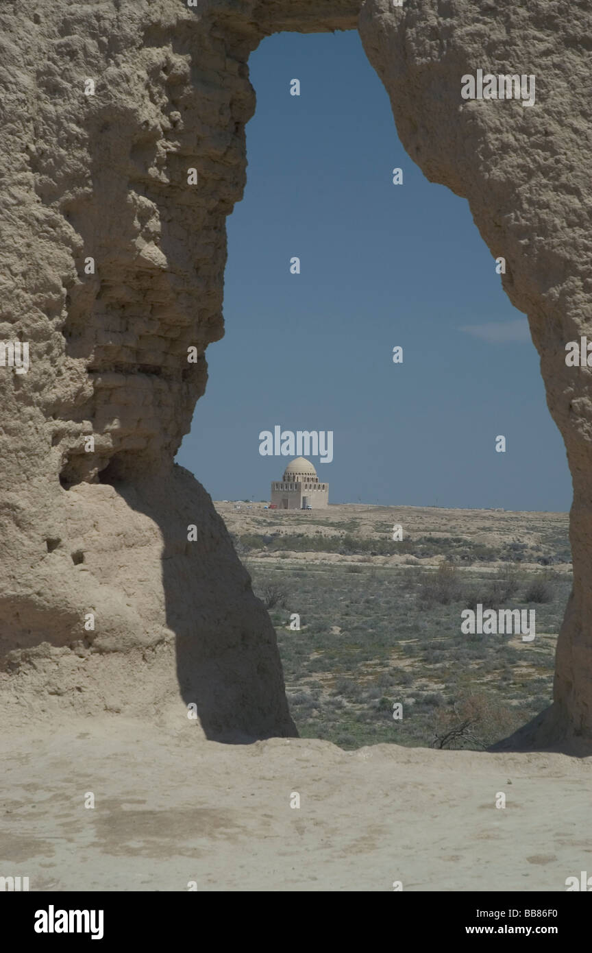 Looking through Maidens Castle 6th – 7th century to the 12th Century Mausoleum of Sultan Sanjar, Merv, Mary Turkmenistan. Stock Photo