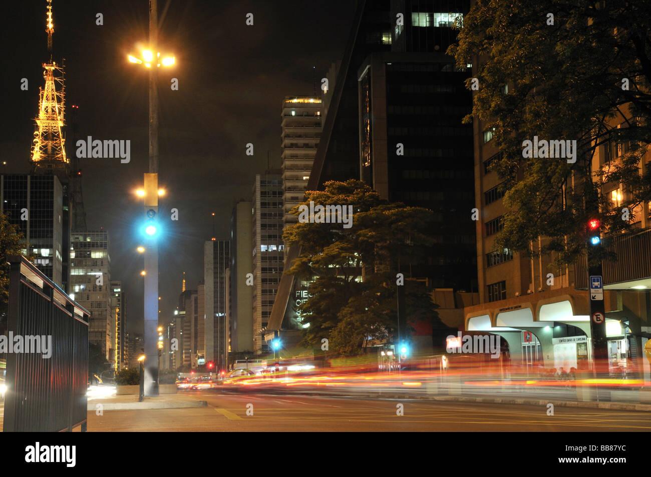Traffic in the Avenida Paulista street by night, Sao Paulo, Brazil, South America - Stock Image
