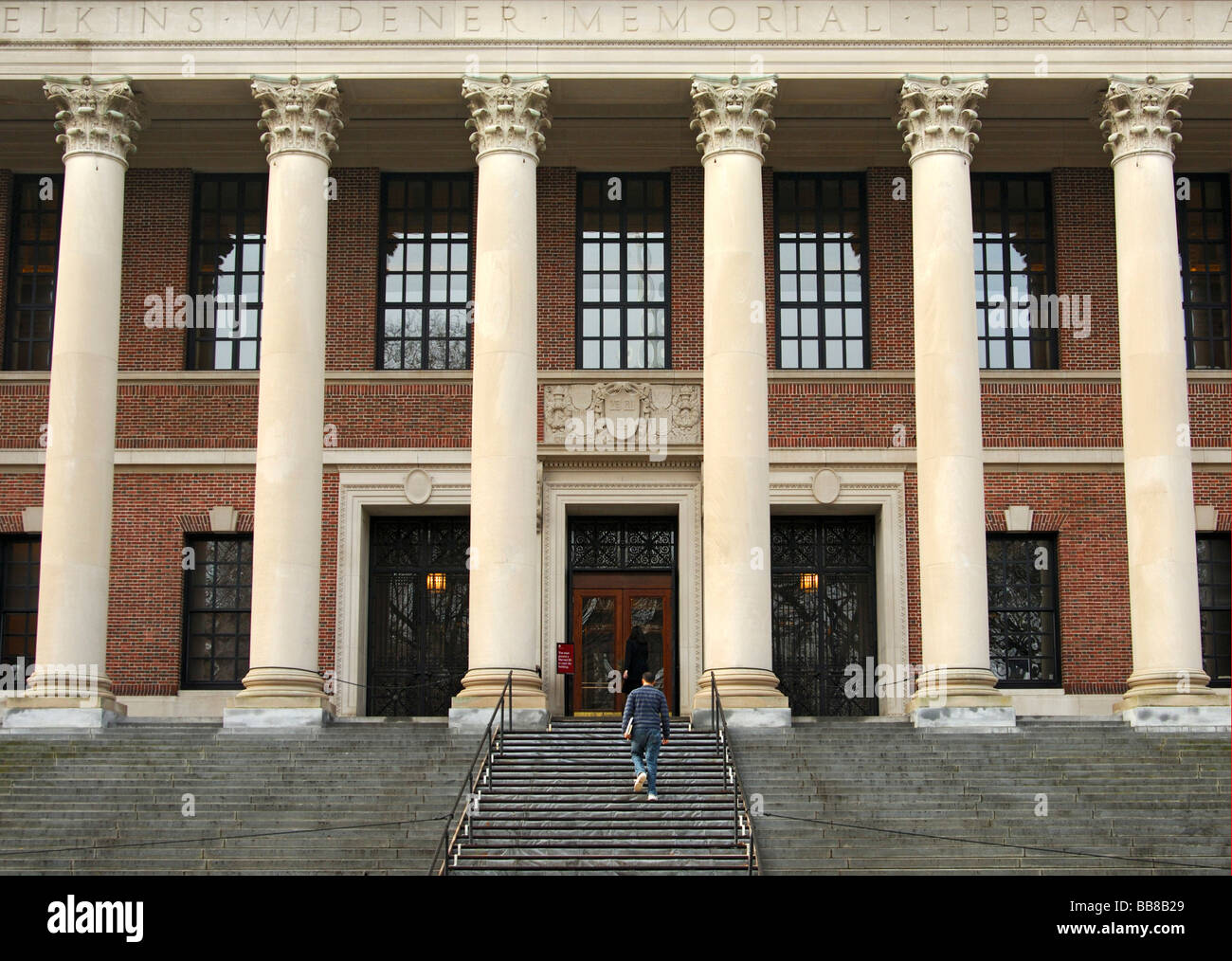 Students on their way to the Harry Elkins Widener Memorial Library, Harvard University, Cambridge, Massachusetts, - Stock Image