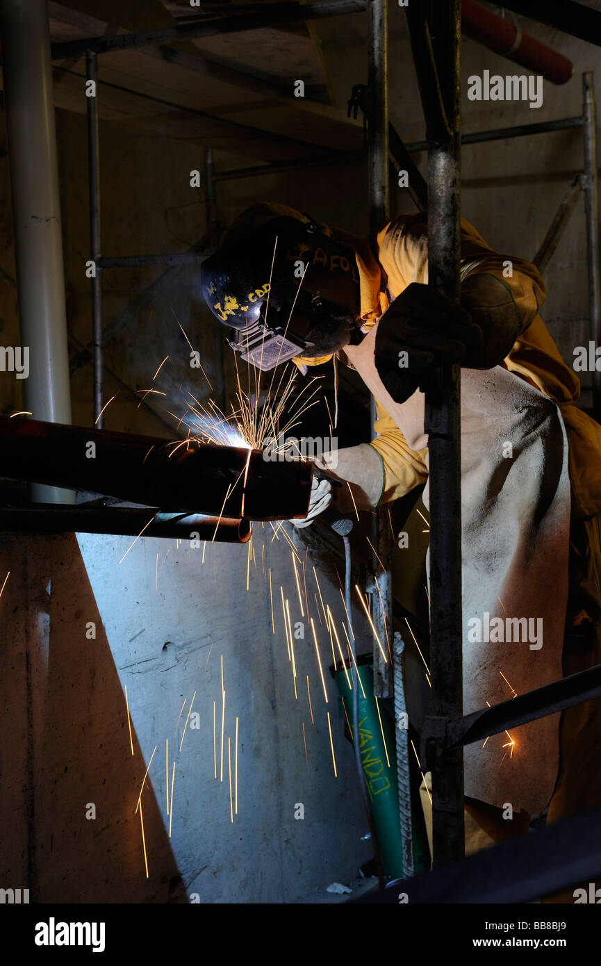 Workman welding on a construction site - Stock Image
