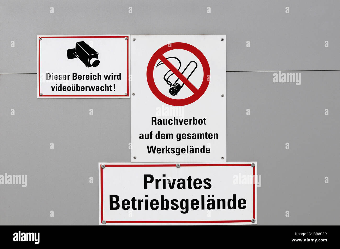 Information signs, German for This area is protected by video surveillance, smoking prohibited of in the entire - Stock Image