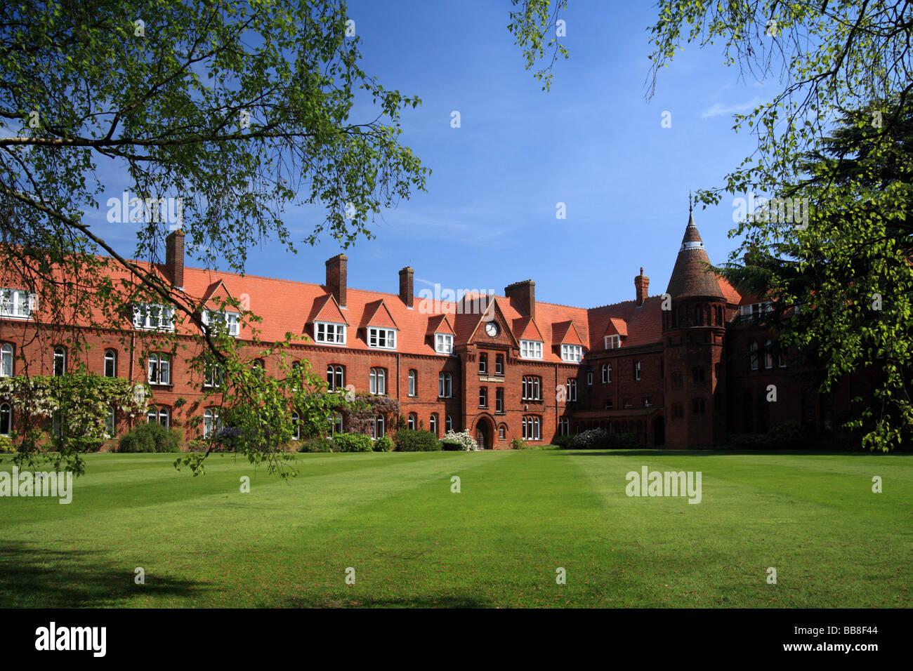 Girton College, University of Cambridge Emily Davies Court, sunny spring day. - Stock Image