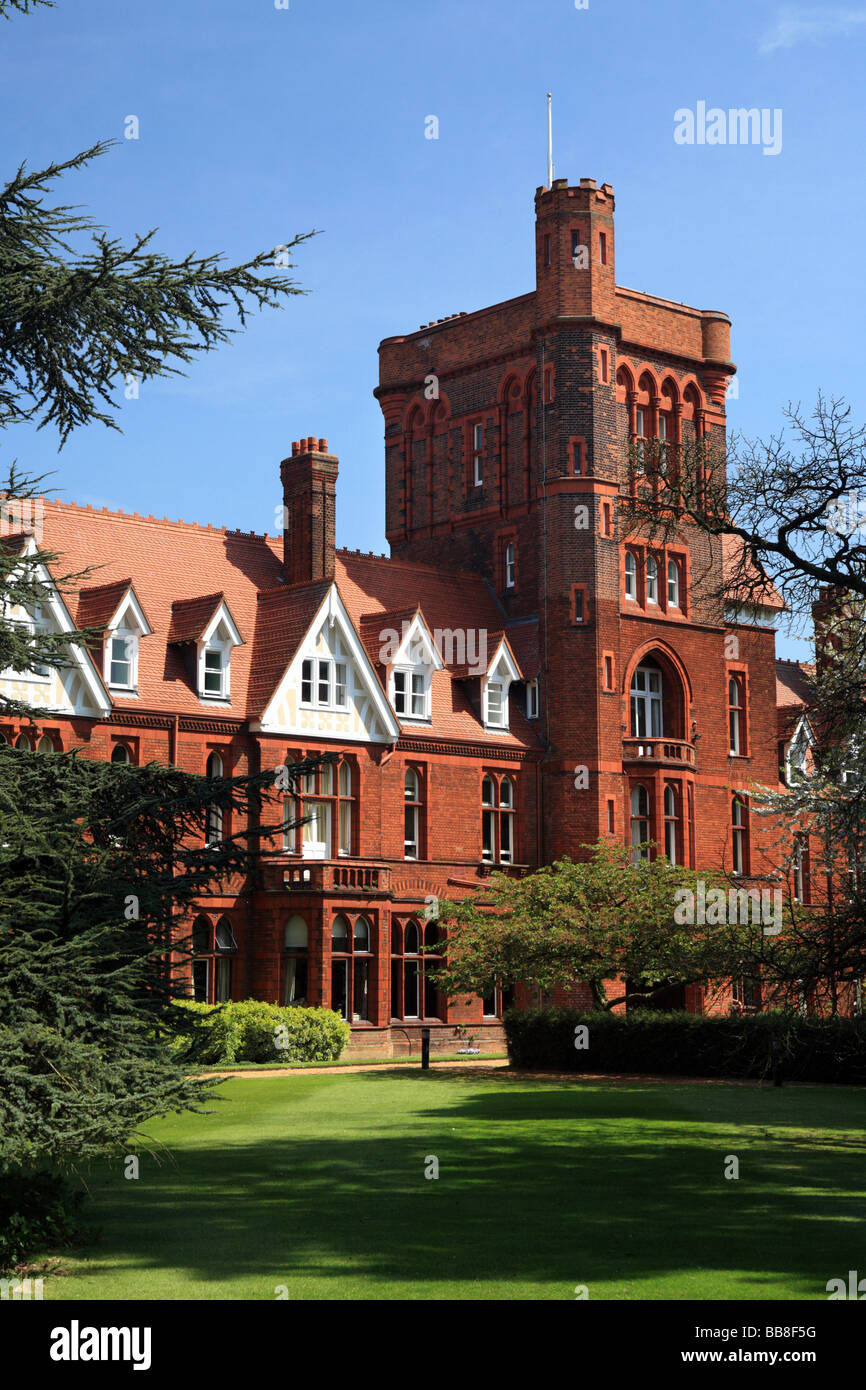 Girton College, University of Cambridge, Red brick tower leading to cloister court. - Stock Image