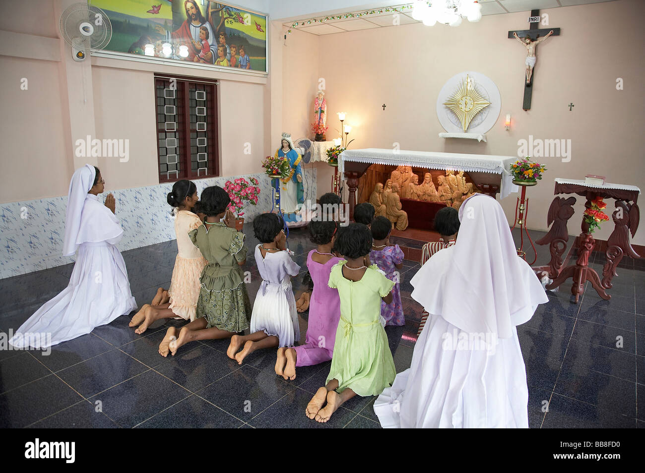 Painet jq3525 india nuns girls prayer mary matha bala bhavan Stock