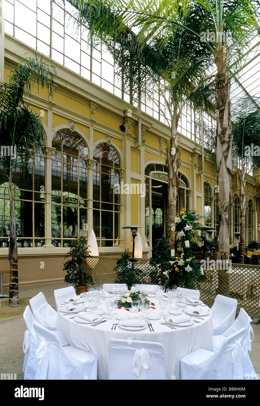 Beautifully set round table restaurant in conservatory building from the 19th century L\u0027Hivernacle Parc de la Ciutadella Ba & Beautifully set round table restaurant in conservatory building ...