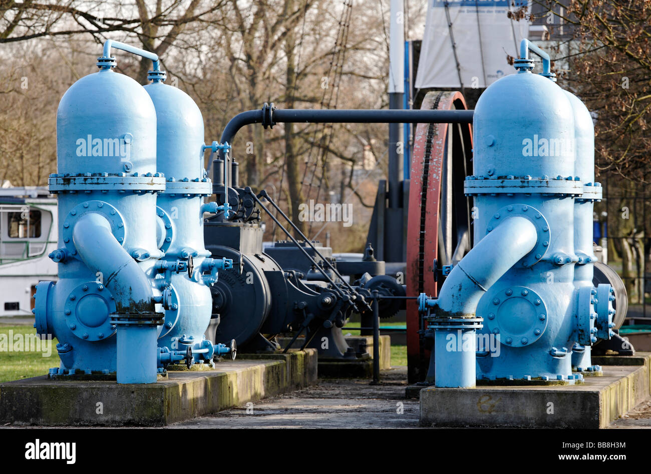 Twin piston pumps of a historic steam engine used for the advancement of drinking water, exhibit in front of the - Stock Image