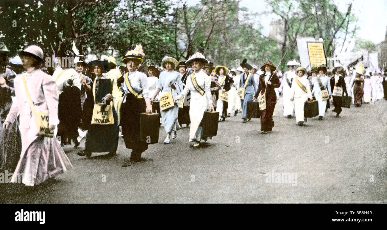 Suffragette marchers carrying portable speaker rostrums New York City 1912. Hand-colored halftone of a photograph - Stock Image