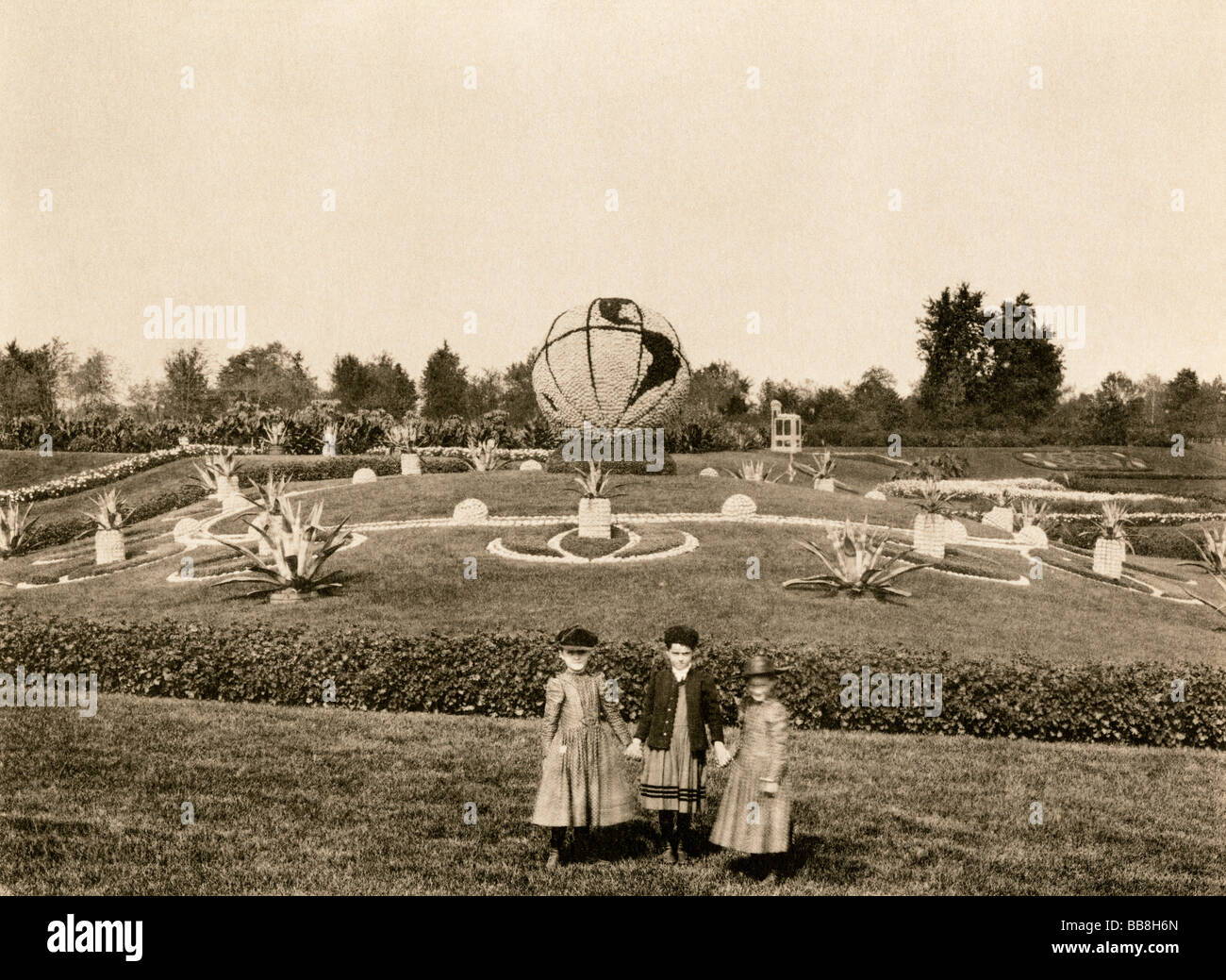 Flower-covered globe in Washington Park for the Columbian Exposition Chicago 1893. Albertype (photograph) - Stock Image