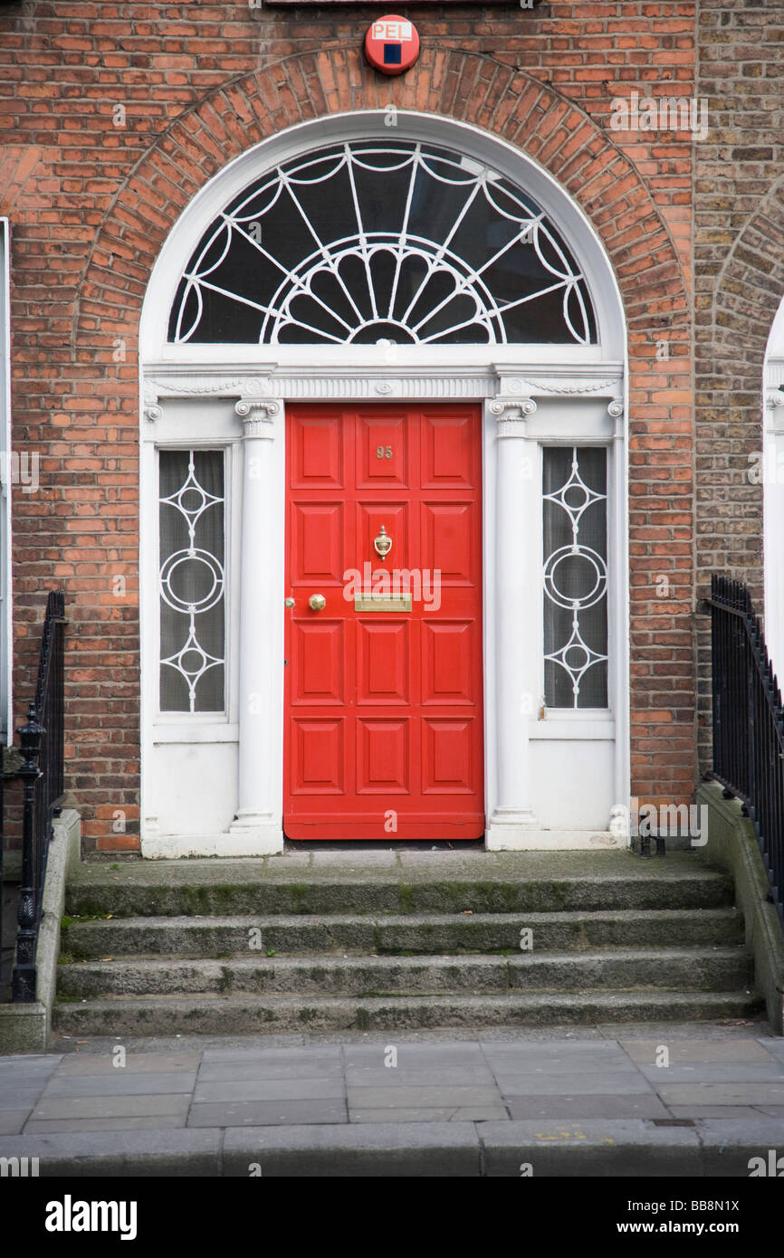 Door entrance of Georgian house at Lower Leeson Street Dublin Ireland & Door entrance of Georgian house at Lower Leeson Street Dublin Stock ...