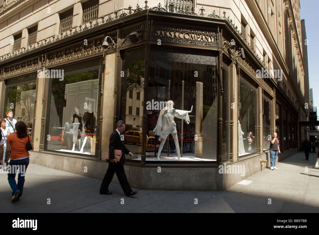 Shoppers outside of Saks Fifth Avenue in New York Stock Photo ... 9e8fb98c3fc6