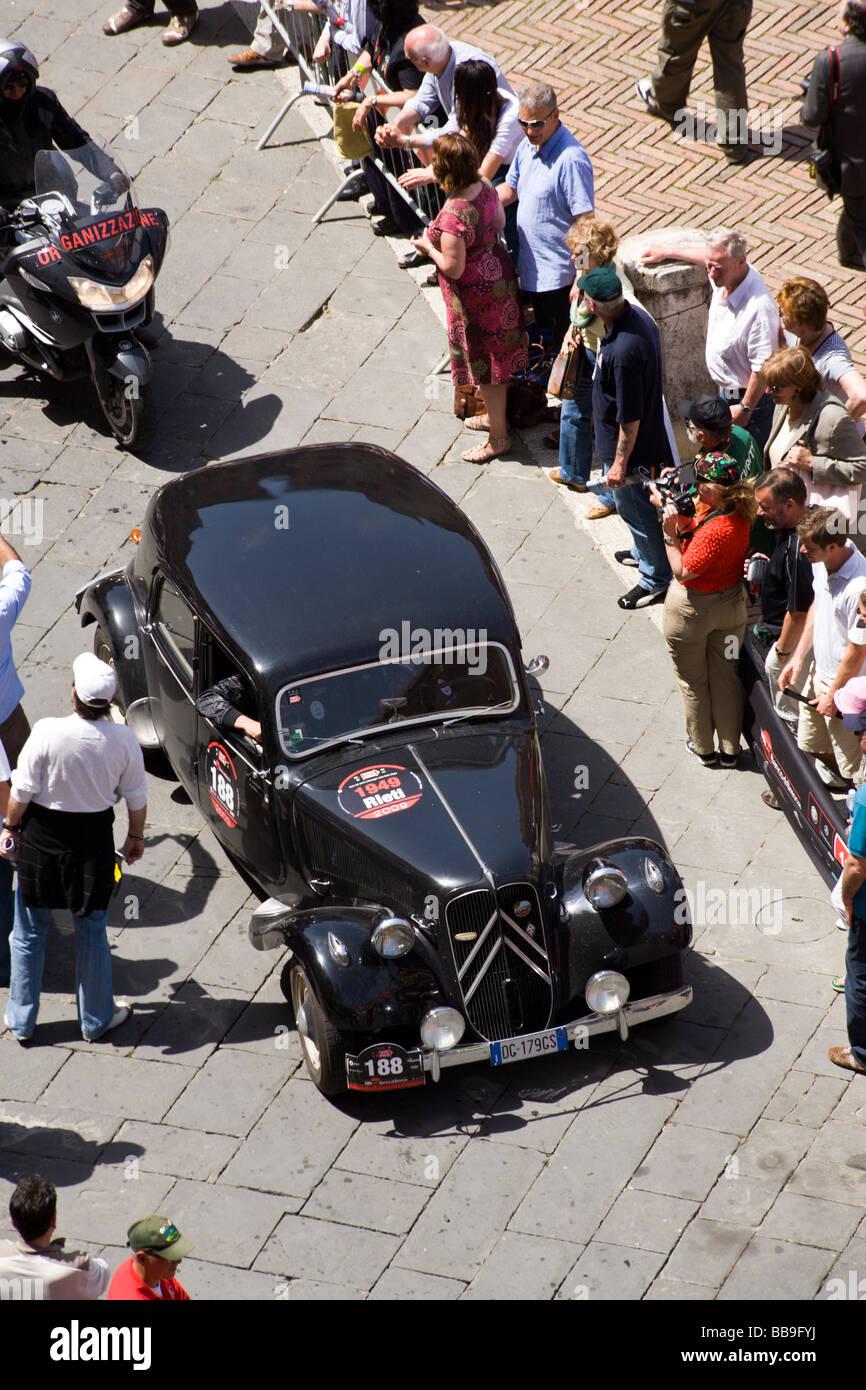 Citroen 11B Turismo arriving at Siena, Mille miglia 2009 - Stock Image