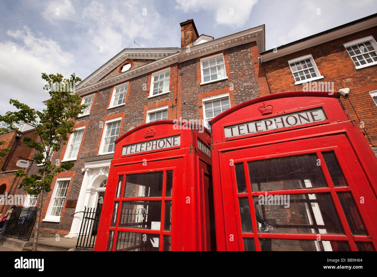 England Buckinghamshire Marlow High Street two traditional red K6 phone boxes - Stock Image