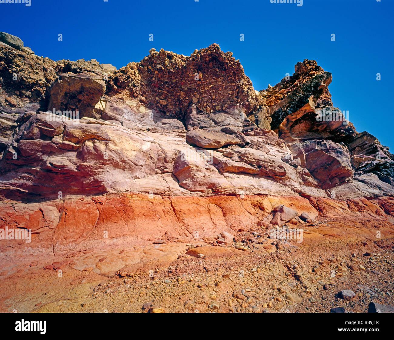 colouful rock formation farbige Felsformation in Muscat Maskat Quantab Oman - Stock Image