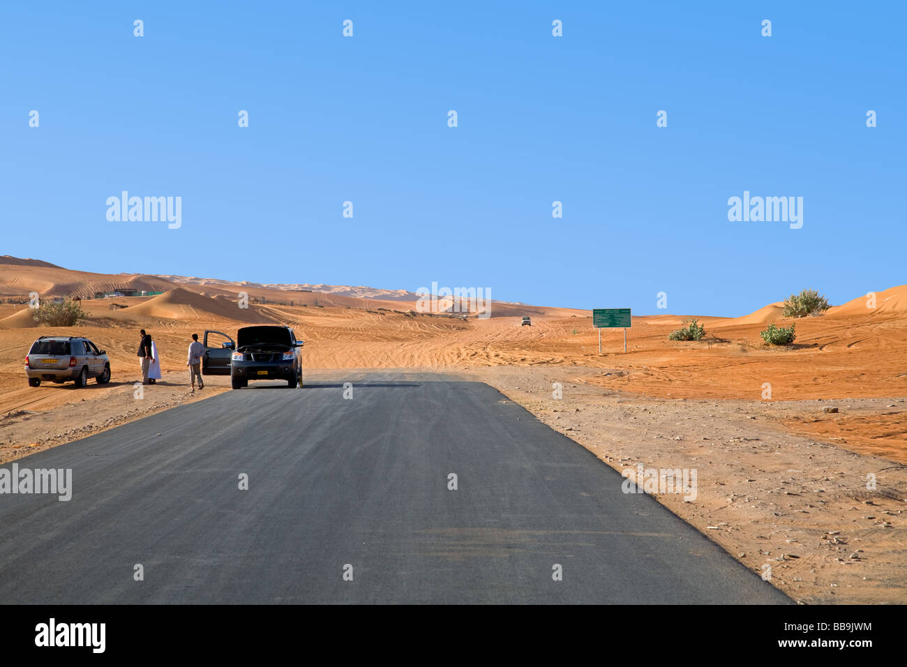 End of the asphaltic Road in Al Mintarib, entrance to the sandtrack crossing the Wahiba Sharquiya Sands - Stock Image