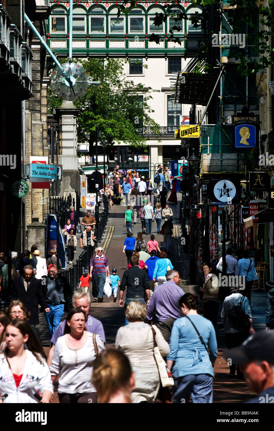 A busy street in London.  Photo by Gordon Scammell - Stock Image