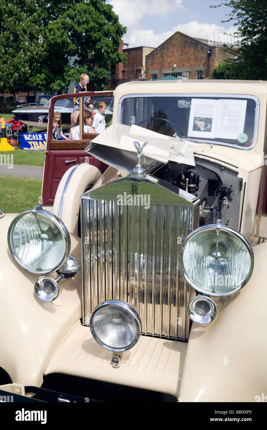 People admiring a 1937 Rolls Royce 25/30 Hooper Limousine, Wallingford Classic car rally, Oxfordshire, UK - Stock Image