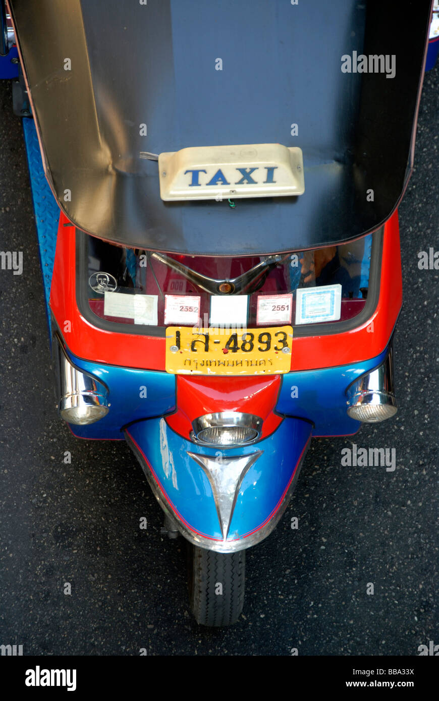 Blue red tricycle, auto rickshaw, tuk-tuk taxi from above, Bangkok, Thailand, Southeast Asia, Asia - Stock Image