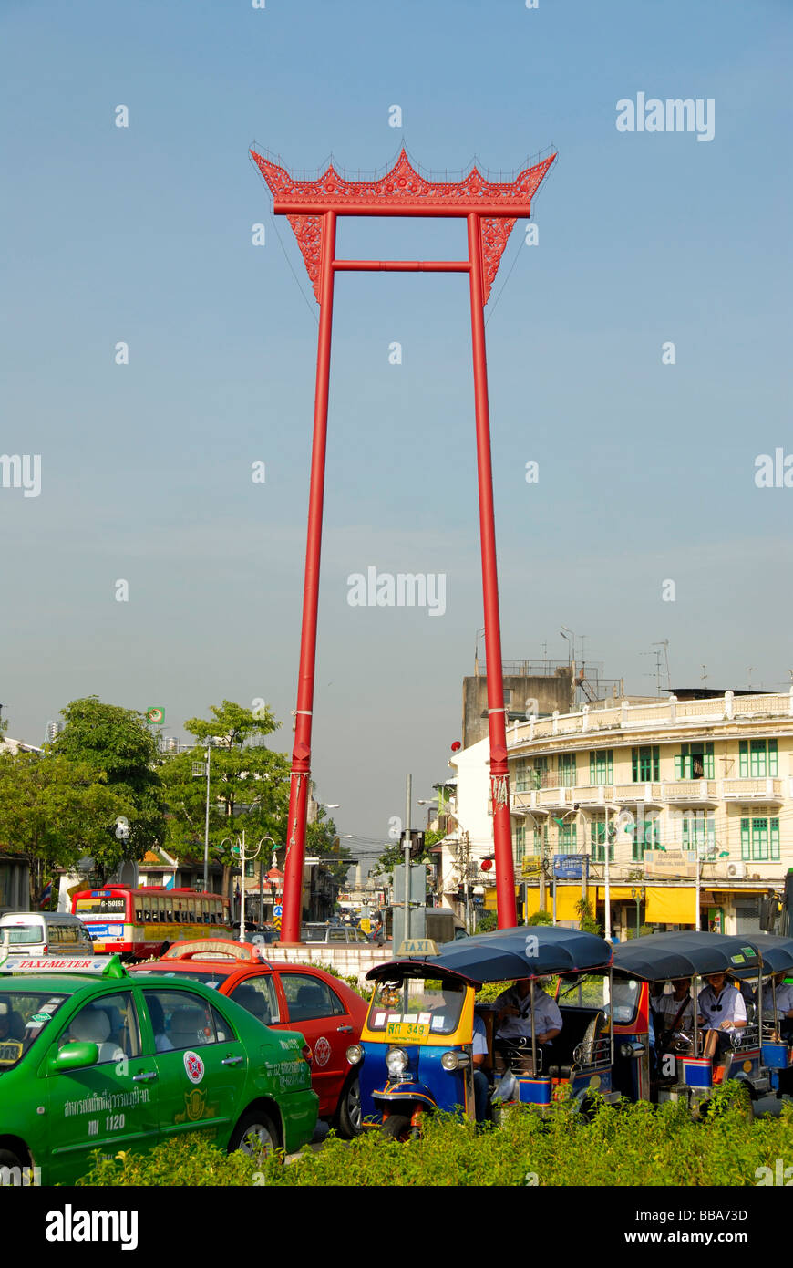 Big red swing, Giant Swing, colorful cars and Tuk Tuks in front of it, Bangkok, Thailand, Southeast Asia - Stock Image