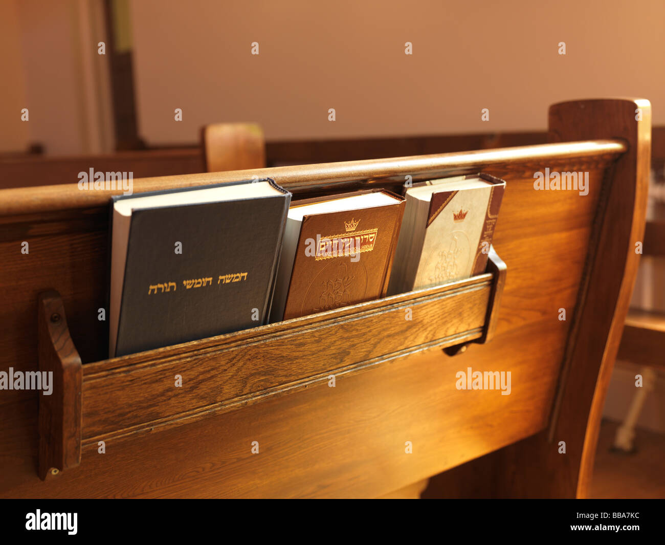 Prayer books on a bench in a Jewish Synagogue - Stock Image