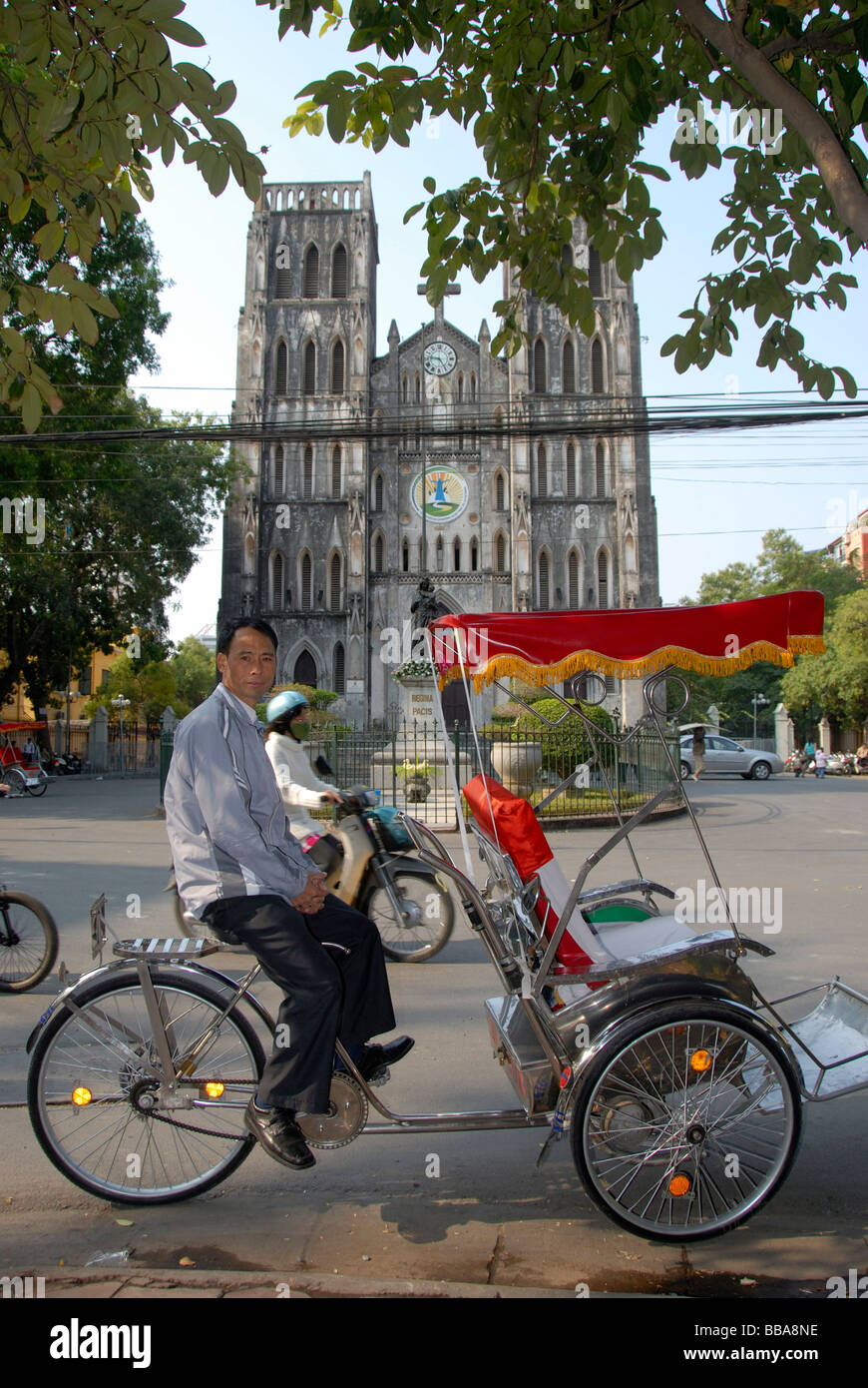 Cyclo drivers waiting, in the back the neo-Gothic St Joseph's Cathedral, Hanoi, Vietnam, Southeast Asia, Asia - Stock Image