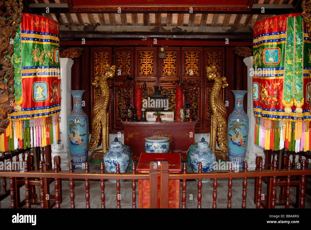 Buddhism, Phoenix, vases, altar in the Ngoc Son Temple, Hanoi, Vietnam, Southeast Asia, Asia - Stock Image