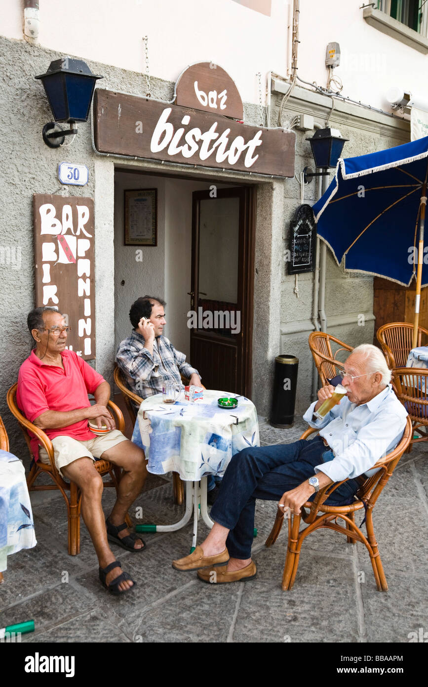 Guests sitting in front of a bistro in Marina di Campo, Elba, Tuscany, Italy, Europe - Stock Image