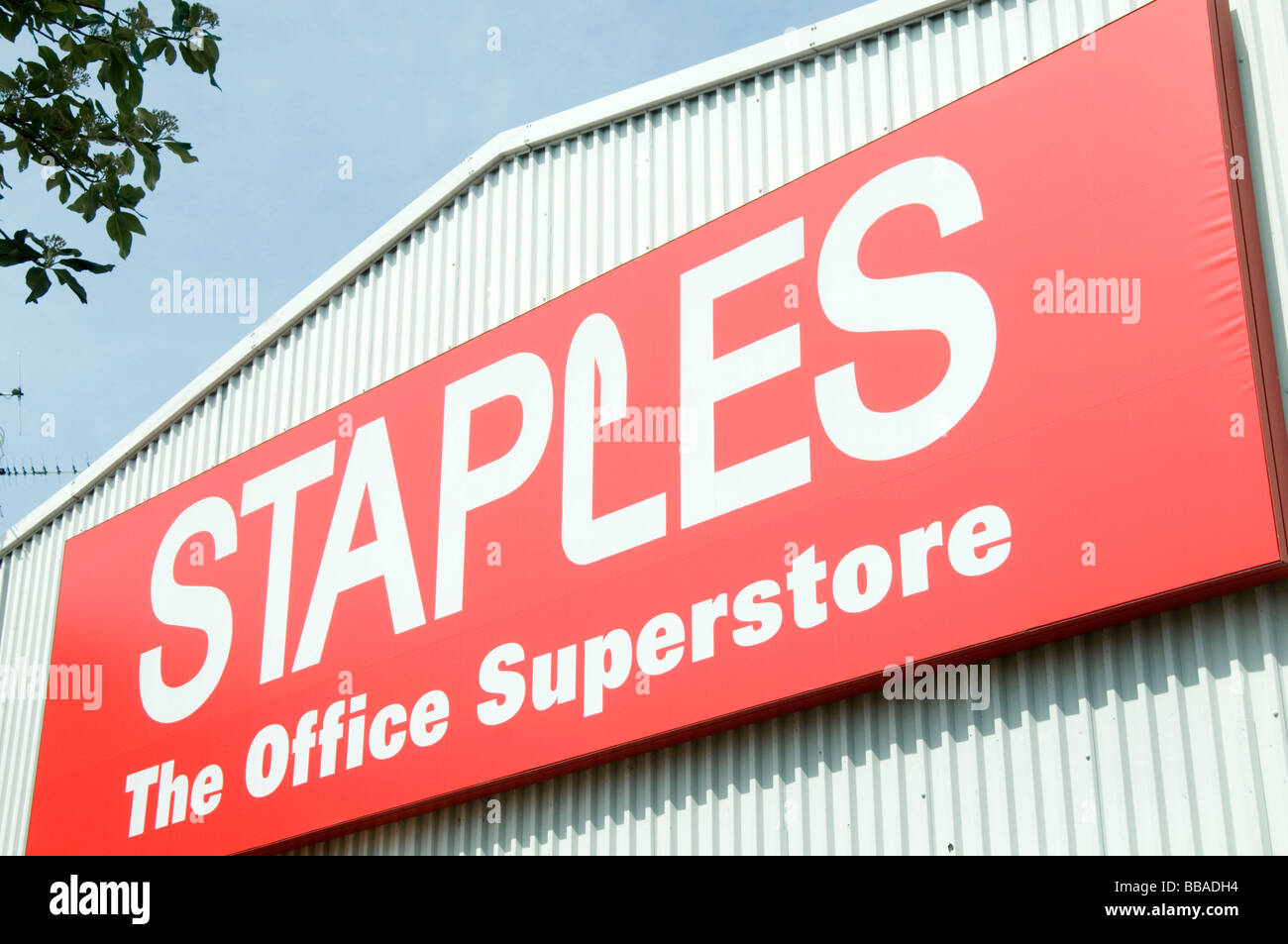 staples office superstore shop stationary out off town retail park retailer - Stock Image