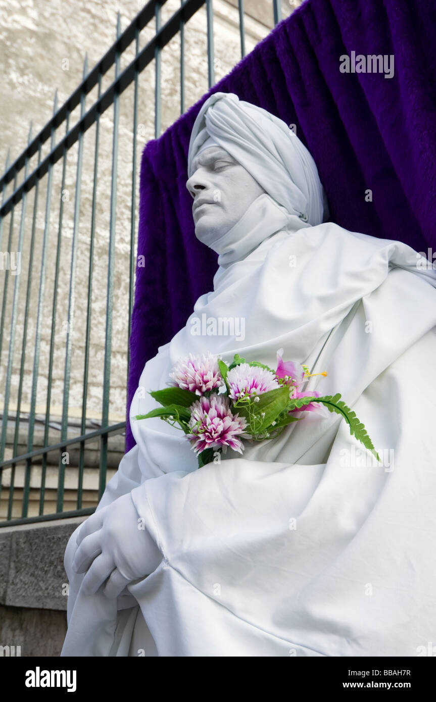 Human statue outside Sacre Coeur cathedral, Montmartre, Paris, France - Stock Image