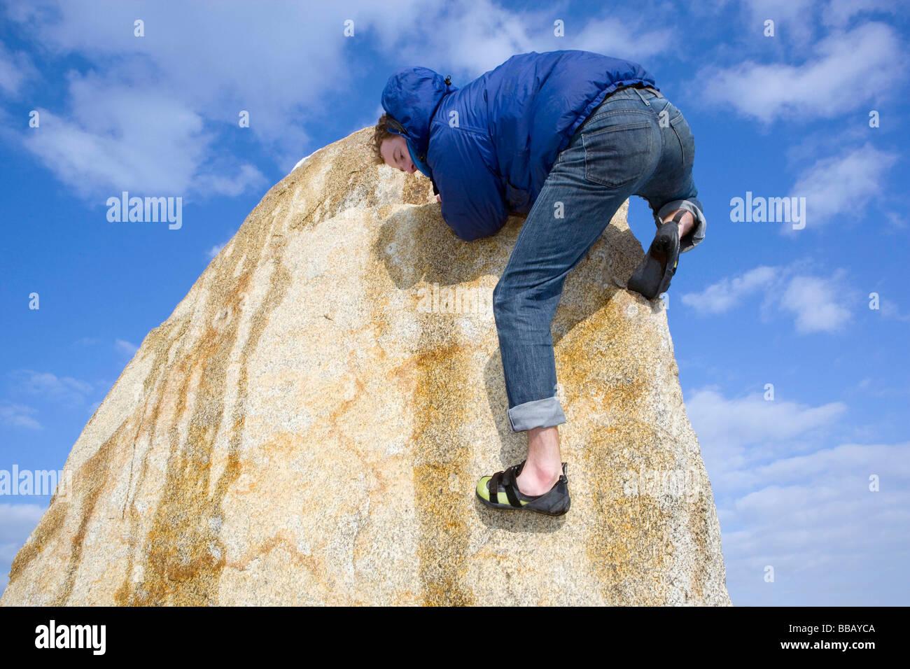 free climbing descending from peak - Stock Image