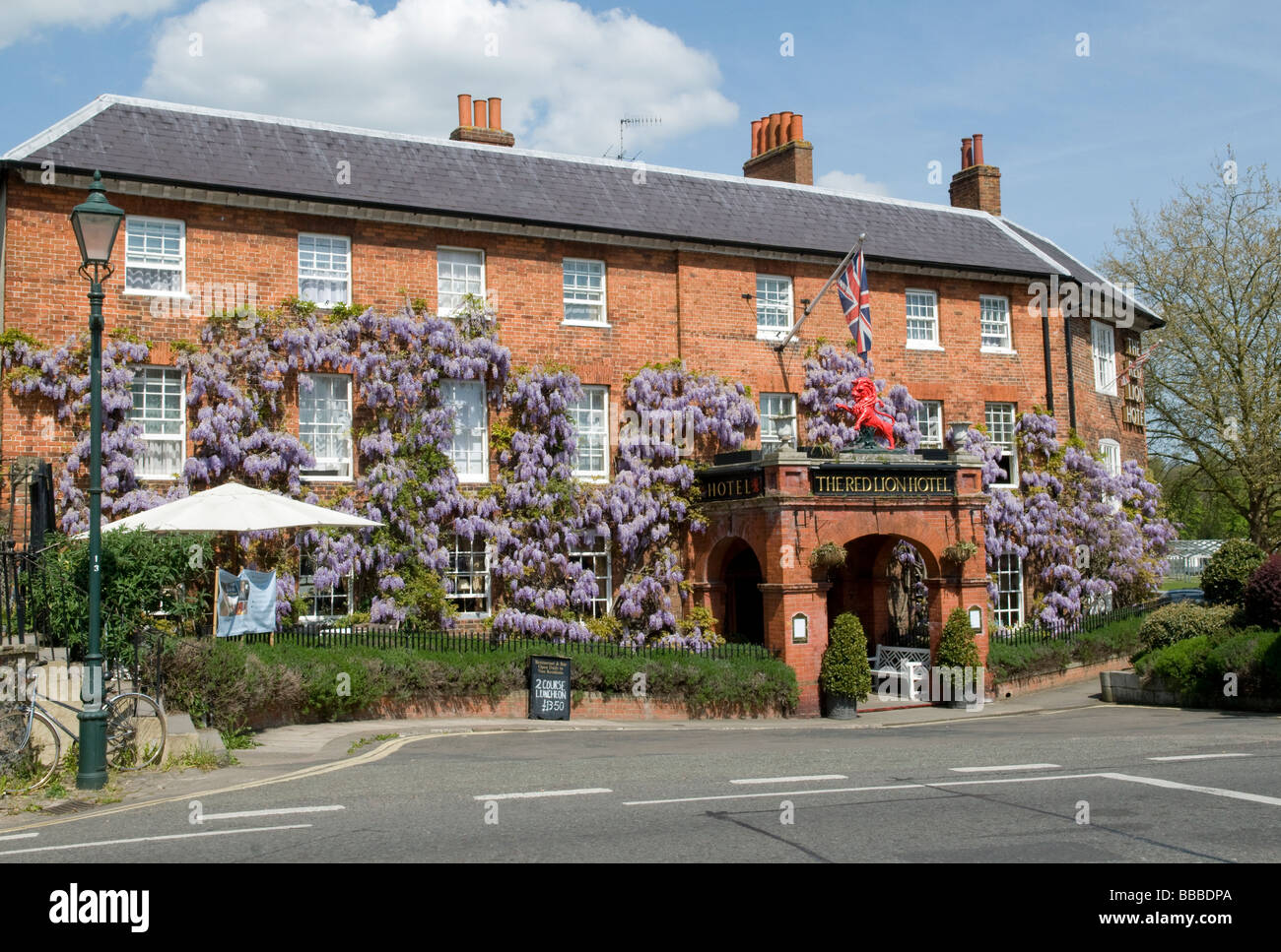 Wisteria Covering The Facade Of The Red Lion Hotel In Stock Photo Alamy