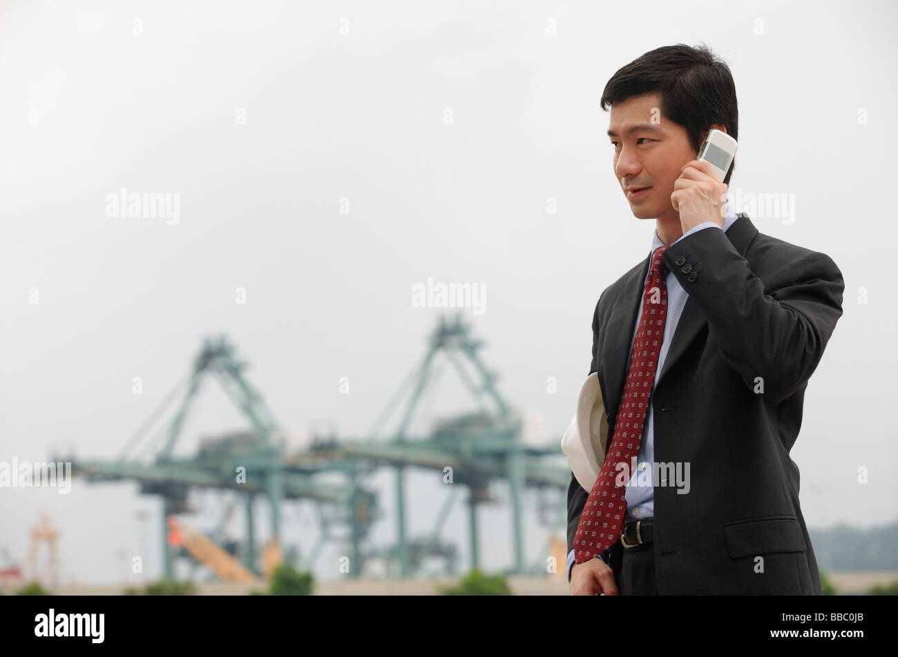 Businessman talking on the phone - Stock Image