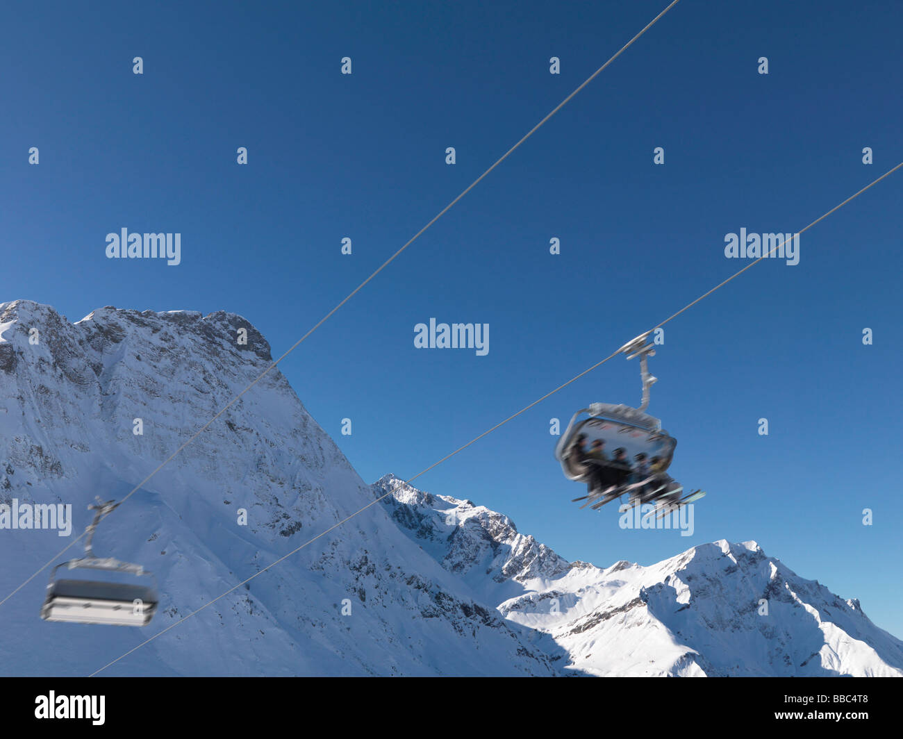 Friends in ski lift, blurred motion - Stock Image