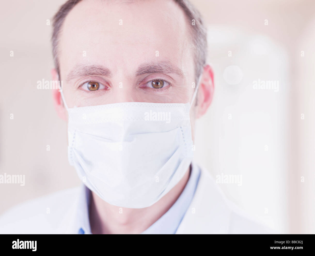 medic with face mask looking at viewer - Stock Image