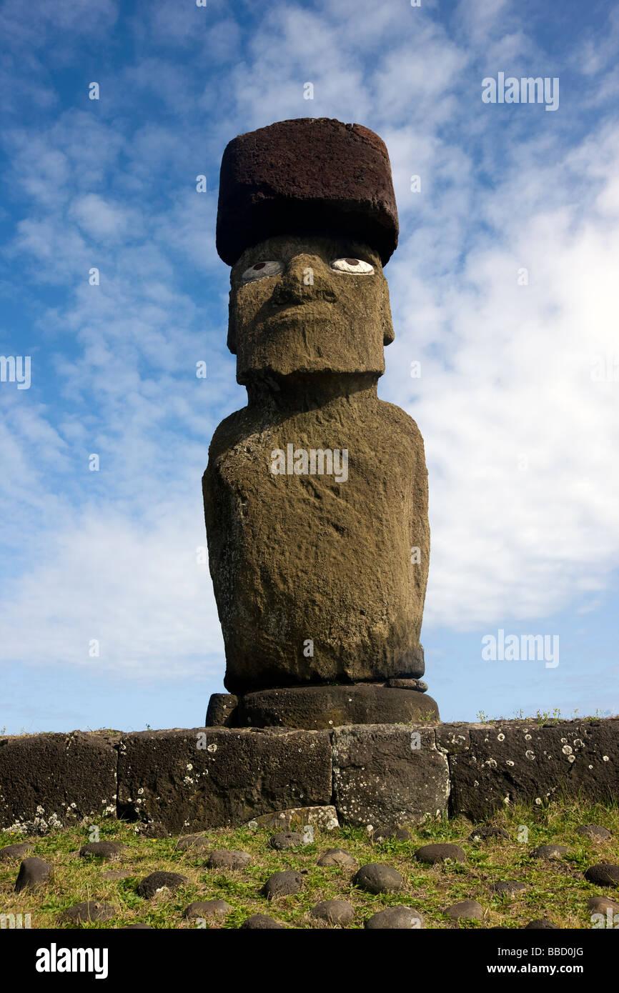 A Moai with Pukao ( headdress) and - Stock Image